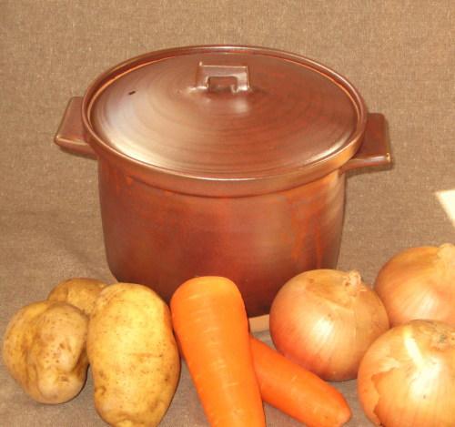 笠間焼 コクのある辛さが出せるカレー調理専用の土鍋  カレー好きにはたまらない一品です。土鍋の遠赤外線効果でカレーの熟成度が変わります。笠間焼の職人が作りました。  耐熱素材使用