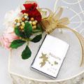 2月14日といえば女性が好きな男性にチョコレートをプレゼントするバレンタインデー 今年のバレンタインデーは貴方の気持ちを込めて世界にひとつだけのオリジナルの贈り物をプレゼントしてみてはいかがですか? バレンタイン デーで女性からプレゼントをもらった男性は3月14日のホワイトデーの「お返し」もお忘れなく! バレンタインスペシャルパッケージの商品では、枯れることのない魔法の花 プリザーブドフラワーの装飾品が同梱されます。 装飾としてはもちろん、その他にコサージュとしてご使用することもできます。