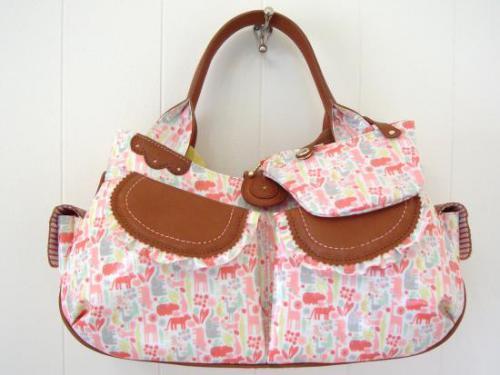 甘くて可愛いらしいベイビーピンクのスタイのようなバッグができました。
