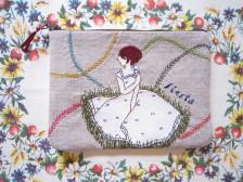 オリジナルイラストを手刺繍したハンドメイドポーチ。 リネンやフィードサックなどマテリアルにもこだわっています。 大人かわいい&癒しの布雑貨はいかがですか?  他にはない「かわいい!」を探しに是非いらしてください。