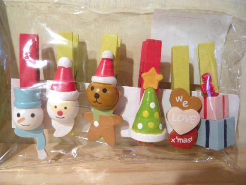 サンタ、トナカイ、スノーマン、クリスマスツリーなど。 ご家庭や、クリスマス会のプレゼントなどに、お使いいただけるかわいい木製クリップです。