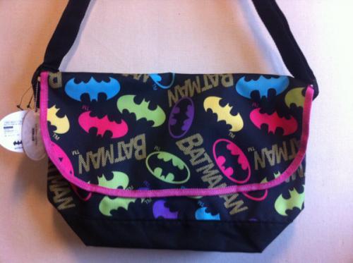 アメコミヒーロー、バットマンのオシャレかわいいメッセンジャーバッグです☆