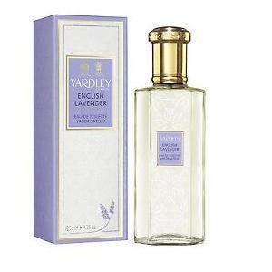 ヤードレー社は創業1770年の香水と石鹸の老舗です。イギリスの美しい花々にインスパイアされた香りが香水やボディケア製品に込められています。その優雅な香りと品質の良さで英国王室御用達に選ばれ、二つの紋章を獲得している由緒あるブランドです。  イングリッシュラベンダーはヤードレー社を代表するシリーズ。爽やかなラベンダー・ネロリ・クラリーセージ・ゼラニウムと深みのあるサンダルウッド・トンカビーンが織りなす、リラクゼーション効果の高い香りです。    当店では在庫を置かず、お客様からのオーダーがあった時点で仕入れておりますので鮮度の良い香水をお届けできます。    日本国内での入手が困難なところ、当店ではロンドンから直接お客様に配達することで入手が可能になっております。他に検索ご希望の香りや商品がございましたらお気軽にお問い合わせください。   パッケージデザインが多少変わる場合がございます。 送料は別となります。