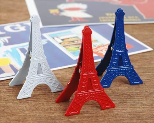 パリのエッフェル塔をモチーフにしたカードスタンドです。本体がそのままクリップになるので、写真やカードが低い位置でしっかりとつかめる優れもの。  デスクに置いても邪魔にならないミニサイズなので、お気に入りのショップカードや伝言のメモ紙などをはさんで、お洒落なパリ気分を味わってください。   ヨーロピアンテイストの強いトリコロールカラーなのでフランス雑貨好きの方へギフトで贈っても喜ばれそうです。