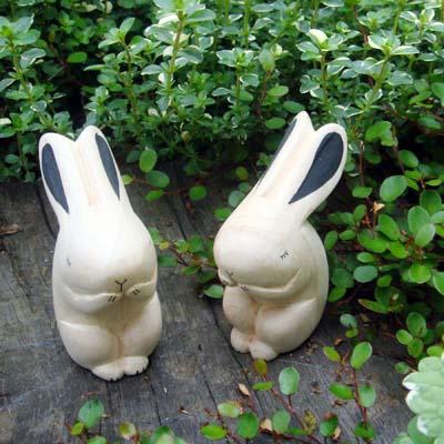 ぽれぽれ動物ウサギ  SIZE:約30×50×63mm  さらりとした肌触りの白い無垢材を ひとつひとつ手作業で彫りだしてつくられた「ぽれぽれ動物」です。