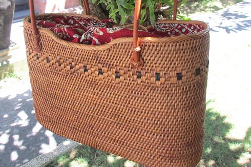 根強い人気のロングセラー、アタで出来たカゴバッグです。ひとつひとつがバリ島の職人さん手作りですよ。
