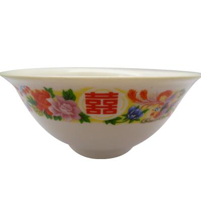 ダブルハッピネスと鳳凰が描かれた中国ではおめでたいどんぶりです。ダブルハッピネスとは喜が二つ重なった、まさにおめでたい漢字で、鳳凰は中国皇帝の象徴でした。 使っても飾っても可愛い一品です♪