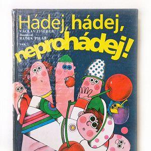チェコスロバキア時代に発行されたなぞなぞ絵本です。  山賊のルムツァイスでもお馴染みのチェコの作家 ラデク・ピラシュ(Radek Pilar)がイラストを手掛けた作品で カラフルで独特な色遣いにコミカルでヘンテコなイラストは 最後までこちらを飽きさせません。  殆どのページにイラストがプリントされており 2頁をいっぱいに使って大胆に描かれた見開きページは必見ですよ♪  チェコならではのユニークな世界観がギュギュっと詰まった 内容たっぷりの1冊です。