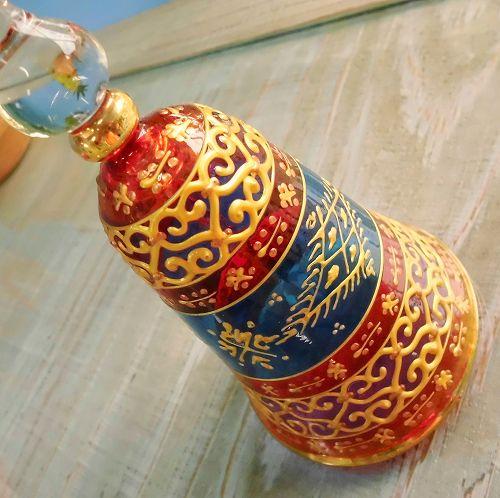 チュニジアの職人さんが手描きした、ステンドグラスのようなガラスのベルです。カランカランと乾いた音が、遠い異国を思わせます。