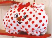 かわいいカボチャパンツポーチです。 パイル生地で、とってもふかふかな手触りですよ! 中はサテン地の綺麗な赤色です。