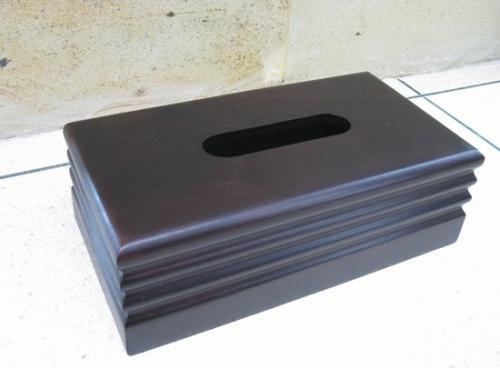 上品な色合いの、チークのティッシュケース。底面がスライドして、箱の出し入れができます。インテリアの一部としてお洒落に収納頂けます。