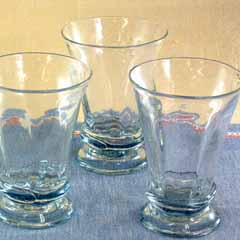 ガラス作家の小林正則さんがひとつひとつ作り上げた素敵なタンブラーです。ジュースを飲むとき、牛乳を飲むとき、ビールを飲むとき、日々の生活の中で一番よく使うグラスだからこそ、こだわりを込めて選びたいもの。ぽってりと手に馴染むような温かみは吹きガラスならではの魅力ですよ。●サイズ:口径7.5cm×高さ10.0cm
