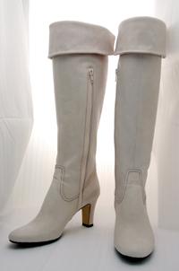 カレントは手作り靴です。オリジナルのデザインでオーダー靴として幅広い層の方から支持を得ております。パンプス、サンダル、ブーツなどから選びお好きな革でお作りします。