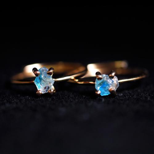 希少なブラジル産のユークレース原石を使用した指輪です。 なかなかアクセサリーでは出回らないレア物です。 原石を使用した商品はすべて一点物となります。 ご希望サイズにて制作します。