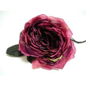 素材:花びら 本絹羽二重、葉 レザー 花が大ぶりで一つで存在感のある大きさなので、かごバッグにつけたり、安全ピンの部分にヘアピンを通して、ヘッドにつけたりと、幅広く楽しむことができます。