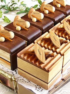 ケーキの形の小箱【ウッドケーキ】販売開始です。1カット5,600〜 色々な樹種を使い、美味しそうに綺麗に出来ました。ティストは4種類、技術とセンスをご覧下さい。