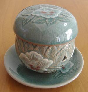 韓国伝統茶器です。 中には陶器製の茶漉しが入っています。