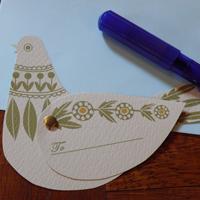 とぼけたハトのメッセージカード。 このハトが、贈り物と一緒に気持ちも届けてくれます。 水色の封筒付です。