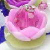 ふんわり咲いた蓮(ロ−タス)をイメ−ジしたデザインにスワロと水晶玉をアレンジした可愛いオリジナルストラップです。