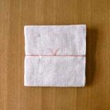 300年麻を扱い続けてきた中川政七商店の高級な蚊帳生地麻ふきんです。繊維が長く毛羽立ちにくい麻生地は拭いたときにも跡が残りにくい優れもの。ランチョンマットにも使える45×45cmの大判サイズです。