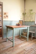 ジャンク・シャビー・ナチュラルテイストの空間演出におすすめの流木テーブルです。 店舗の什器にも最適です。  ※この商品は実店舗で直接見ていただく事ができます。