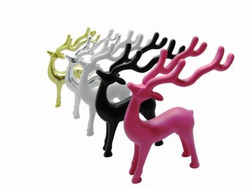 インテリアにピッタリ!ポリレジン(固く重さのある樹脂)製のきれいな曲線、とってもおしゃれな鹿のメガネ置き。  お部屋にメガネの置き場所が確保できるので見失いやすいメガネもおしゃれに飾ることができます。  アクセサリースタンドとしてカギやアクセサリーなども掛けられます。