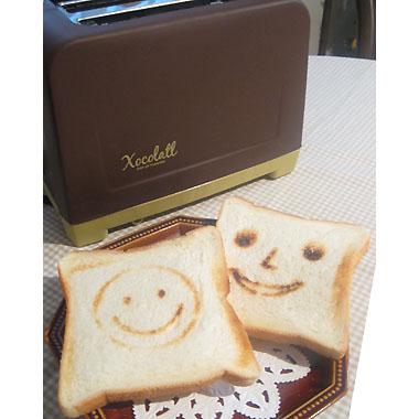 食パンを入れてレバーを押すだけ。こんな可愛いトーストを焼いて、朝から元気になっちゃいましょう!