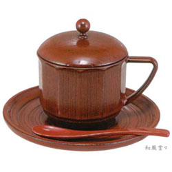 抜群の保湿性能!本体耐熱温度120℃!通常のカップと比べると蓋をした状態で10℃、蓋を開けた状態で5℃も高い保湿性能。贈り物にとても喜ばれます。塗り物なのに食器洗い機OK。とても可愛いコーヒーカップ!