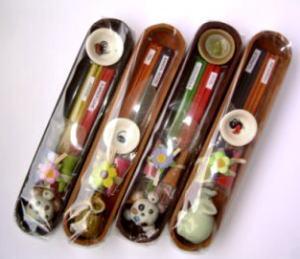 プレゼントやお香初心者の方にピッタリのお香セットです。  お香立てもセットされているので、届いたその日から使えます。  ■内容  お香はスティックタイプ2種類・コーンタイプ3個(3種類)  お香立て2種類