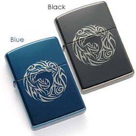 現在では入手困難なモデルを特別価格でご案内☆ 人気のトライバルにイルカのデザインが美しいです。 トライバルは民族タトゥーの一種で「聖なる炎」と呼ばれ魔除けにもなるんだとか。 大切な人へのプレゼントにもいかがですか? カラーはブラックとブルーの2色からお選びください。
